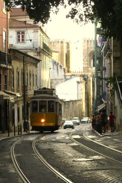 Lissabons Straßenbahnen sind weltberühmt und sehen bezaubernd aus. Die Linie 28 ist mit Abstand die berühmteste.