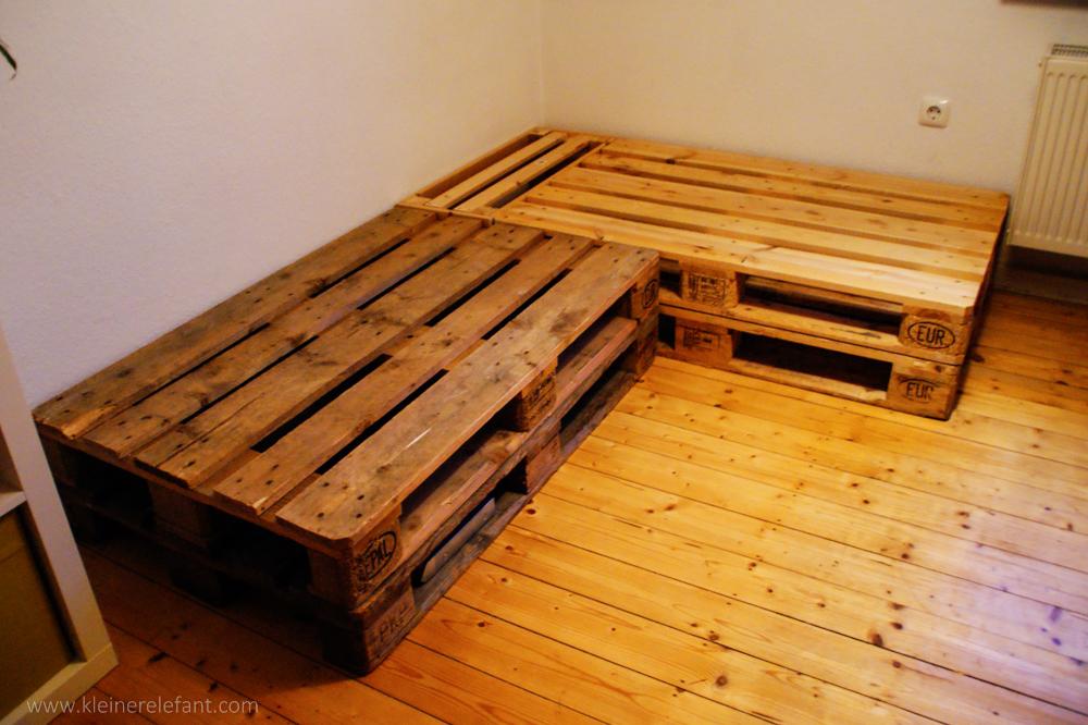 upcycling palettensofa ein sofa aus europaletten. Black Bedroom Furniture Sets. Home Design Ideas