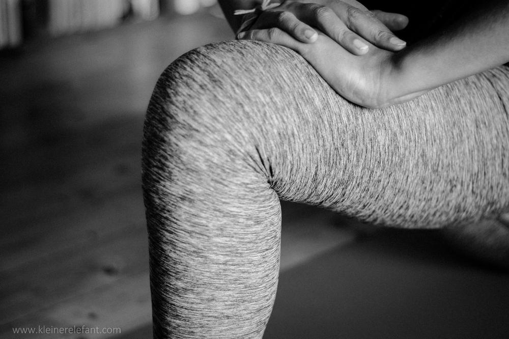 Tipps gegen Knieschmerzen beim Yoga