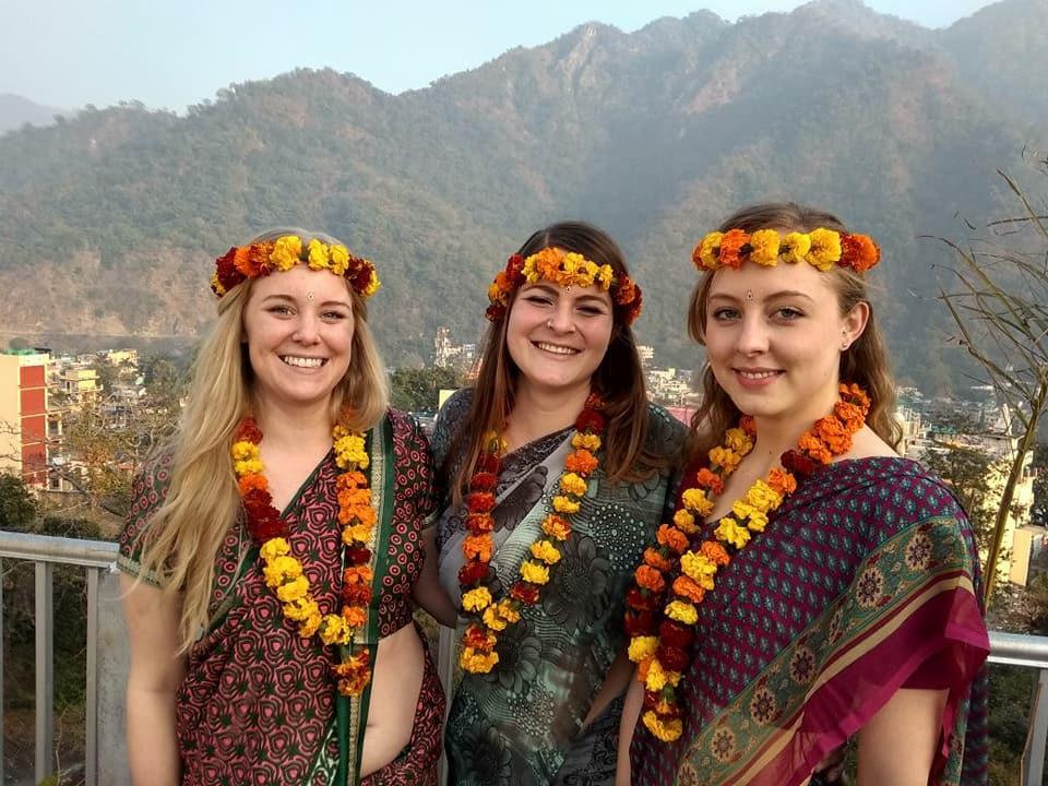 Yogaschüler in Rishikesh