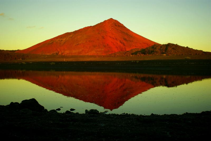 Vulkane bestimmen auf Lanzarote das Landschaftsbild.