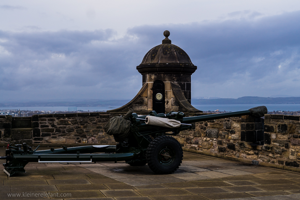 One o'clock gun in Edinburgh