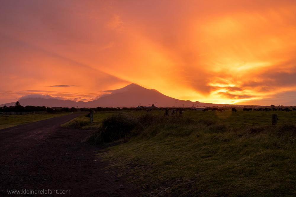 Mount Taranaki bei Sonnenaufgang