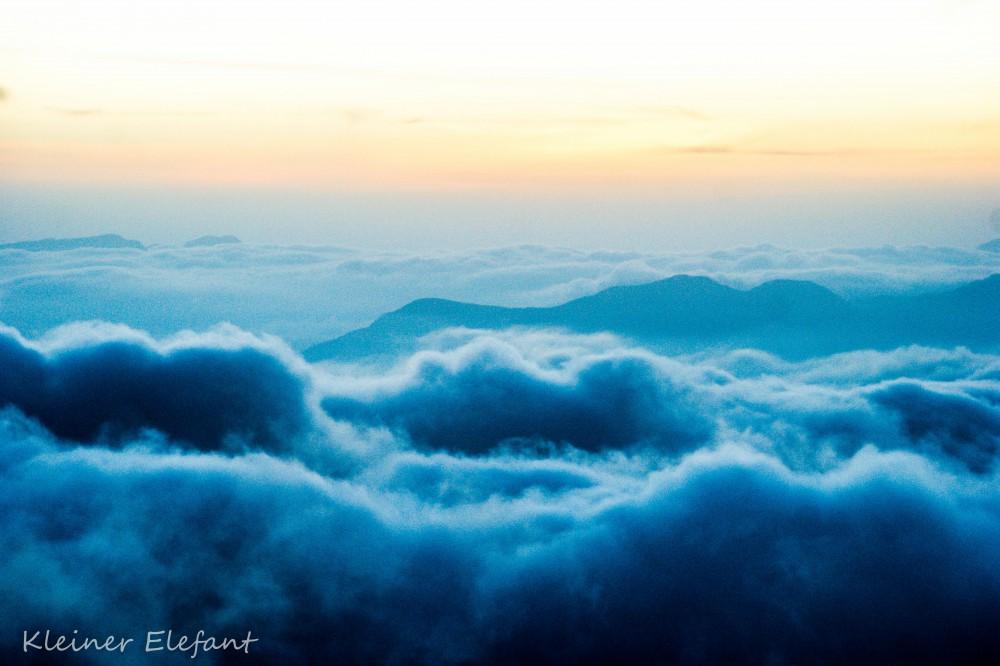 Wolken über dem Adams Peak