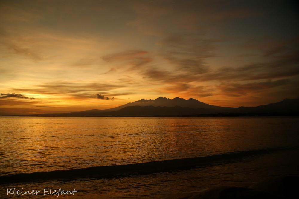 Gunung Rinjani bei Sonnenaufgang