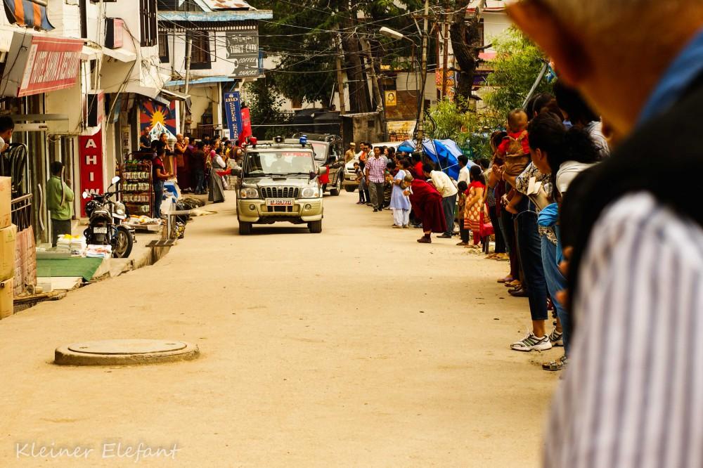 Nach der Zeremonie hatten wir noch einmal das Glück, den Dalai Lama zu sehen: Diesmal im Auto!