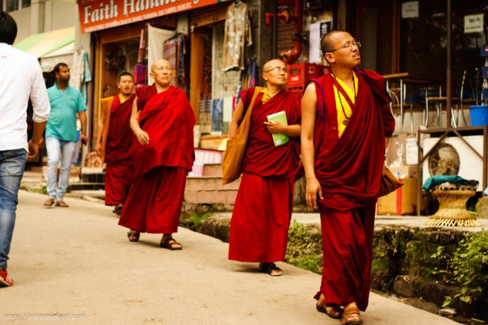 Tibetische Mönche in McLeod Ganj, Dharamsala