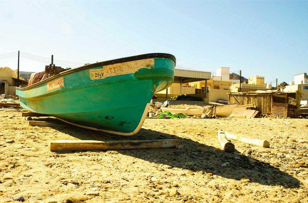 Boot am Strand im Oman