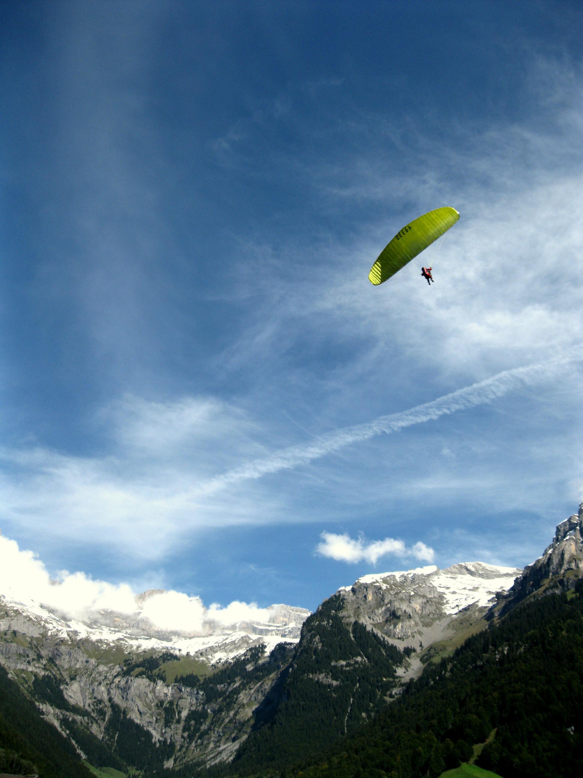 Gleitschirmflieger in Engelberg