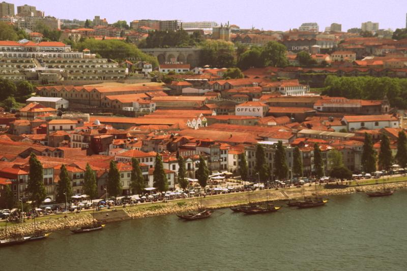 In der Vila Nova de Gaia befinden sich alle großen Portweinlager.