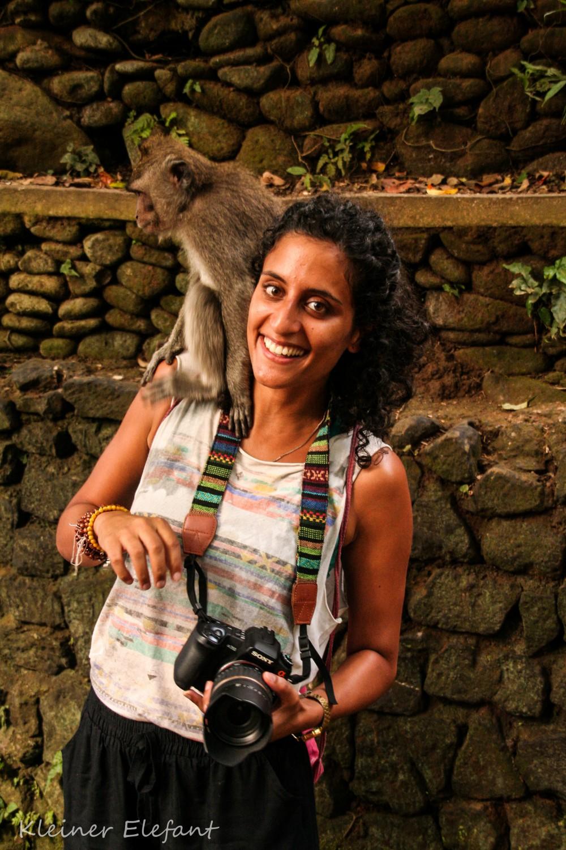 Frau mit Affe