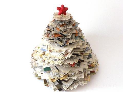 Upcycling Weihnachtsbaum aus alten Zeitungen